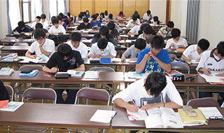 エアコン完備のセミナールームとしても、ご利用いただけます。最大3教室にセパレートすることができ、ゼミ合宿や研修会に最適です。