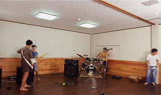 地下の施設なので騒音などを気にすることなく、バンド演奏やその他の楽器演奏、声楽等の練習にご利用いただけます。